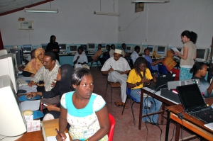 A Camara Training Session in the Hub in Mombassa with Volunteer Fiona O'Brien